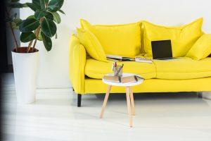 Gul sofa – 8 flotte gule sofaer til prisen